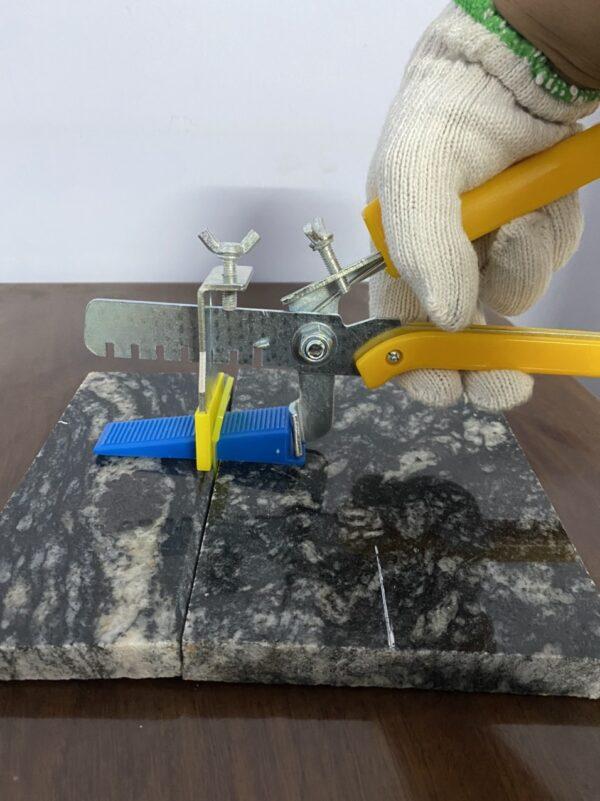 Ke cân bằng đá hoa cương 1mm - Ke nhựa hỗ trợ ốp lát đá hoa cương. Đặt hàng Lh 0971.379.789