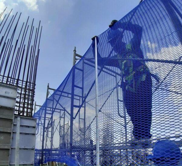 Lưới an toàn công trình xây dựng khổ 4mx50m mắt 2.5cm xanh dương Blue - Minh Phú Group - Hotline 0971.379.789