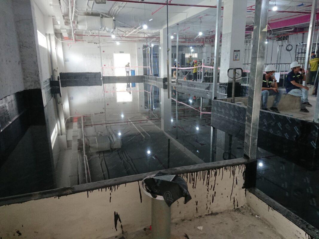 Xử lý chống thấm sàn tại Vincom Plaza bằng màng tự dính KP 2mm . Lh tư vấn - mua hàng 0971.379.789